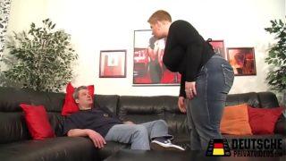 La cicciona matura vuole fare sesso sul divano
